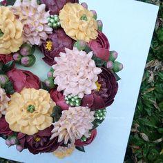 Buttercream Flower Cake in peach, pink and magenta #buttercream