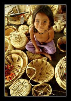 Little indigenous and her handcrafts, Rondônia, Brazil.