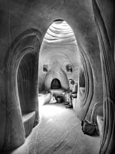 shovel, a pickaxe and his dog, American artist Ra Paulette has spent the last few decades chiseling caves from sandstone mesas in Northern New Mexico (honestlywtf)
