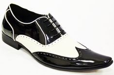 Men Black White Brogue Genuine Leather Shoes with Pointed toe Description: Below are the main features of the product - Genuine Leather- Handmade Leather Shoes- Beautiful Black & White leather Brogue Style- High Quality Premium Leather Shoes White Leather Shoes Mens, Handmade Leather Shoes, Leather Brogues, Leather Men, Soft Leather, Leather Jackets, Mod Shoes, Men's Shoes, Dress Shoes