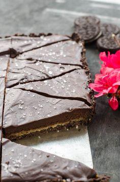nepečený čokoládový koláč plněný karamelem
