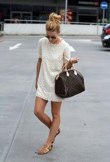 Simples e fofo: vestido branco + coque + rasteirinha!