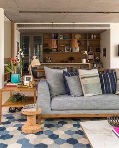 Sofá cinza: 85 ideias de como usar esse móvel versátil na decoração New Living Room, Living Room Modern, Home And Living, Living Room Decor, Cabinet Decor, Minimalist Decor, Home Decor Furniture, Decoration, Interior Design