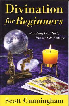 """Scott cunningham divination for beginners  É o próprio fato dessa unidade entre o mundo fora lá e que """"aqui dentro"""" que faz com que a arte ea ciência de adivinhação possível. Em cartões de leitura, ou pedras, ou padrões nas nuvens, ou na interpretação de símbolos encontrados em sonhos ou em objetos, estamos abrindo as portas da percepção para esta realidade mais ampla onde mesmo tempo o passado eo futuro não são já separado de nossa consciência. Este livro foi um dos últimos de Scott e é uma…"""