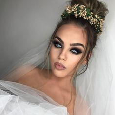 Ideia de maquiagem para noivas Diy Wedding Makeup, Bride Makeup, Wedding Make Up, Wedding Bride, Romantic Couples Photography, Couple Photography, Monochromatic Makeup, Professional Makeup Artist, Black Eyeliner