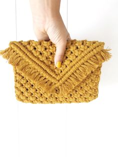 Handmade macrame envelope-style clutch perfect for on the go! This clutch measur… Handmade macrame envelope-style … Macrame Projects, Yarn Projects, Crochet Projects, Best Leather Wallet, Macrame Purse, Crochet Purses, Knitted Bags, Bead Crochet, Handmade Bags
