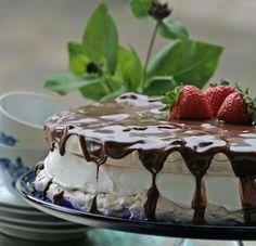 Marengslagkage med jordbær og Yankie bar-creme | Cute Carbs