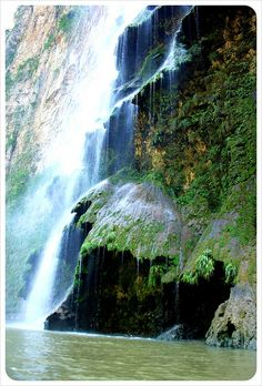 Arbol de Navidad Cascada - Canyon Sumidero, Tuxtla Gutierrez, Mexico. Been there, that place shouts that there's a Mighty God, so beautiful!