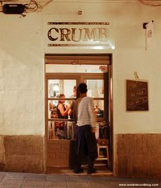 Sándwich de pollo en Crumb. Foto de www.madridcoolblog.com sandwiches de autor malasaña conde duque madrid Bistro Restaurant, Cafe Bistro, Restaurant Design, Best Hotels In Madrid, Madrid Restaurants, Bar Madrid, Madrid Guide, Madrid Travel, Menorca