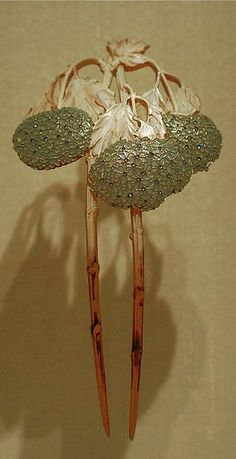 Lalique Hair Pin from the Fondation Galouste Gulbenkian in Lisbon. Photo by likamccuntz