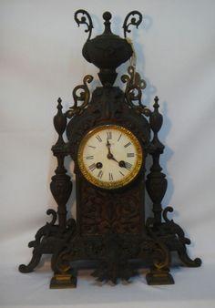 """Relógio francês para cima de móvel da marca """"Gorget"""", séc. XIX, estilo """"Renascença""""."""