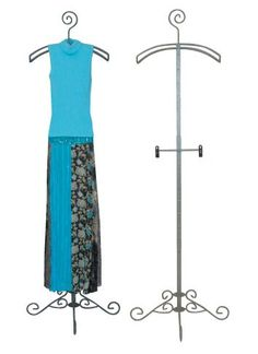 Attractive stylish clothing rack is designed to add friendly, relaxing atmosphere to your store Retail Business Ideas, Storing Clothes, Plus Size Clothing Stores, Clothes Stand, Garment Racks, Craft Fairs, Stylish Outfits, Plus Size Outfits, Display