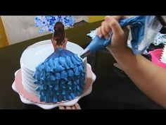 Cake Decorating Frosting, Cake Decorating Designs, Cake Decorating Videos, Birthday Cake Decorating, Cake Decorating Techniques, Elegant Birthday Cakes, Beautiful Birthday Cakes, Birthday Cakes For Women, Doll Cake Designs