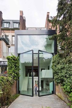porte fenêtre gigantesque à 2 vantaux à pivots déportés