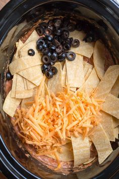 Chicken, Salsa and Cream Cheese Enchilada Casserole Enchilada casseroles are very easy to make in the slow cooker. I changed things… Crock Pot Food, Crockpot Dishes, Crock Pot Slow Cooker, Slow Cooker Chicken, Slow Cooker Recipes, Crockpot Recipes, Cooking Recipes, Dinner Crockpot, Slower Cooker Recipes Healthy