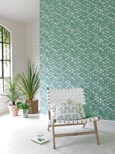 Emerald green wallpaper that has been inspired by Japanese trellis patterns. Neutral Wallpaper, Red Wallpaper, Blue Wallpapers, Colorful Wallpaper, Wallpaper Ideas, Trellis Pattern, Outdoor Chairs, Outdoor Decor, Interior S