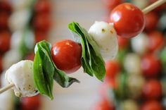 Caprese Kabobs - healthy and yummy Caprese Skewers, Kabobs, Caprese Salad, Mini Party Foods, Appetizer Recipes, Appetizers, Appetizer Party, Food For Thought, Love Food