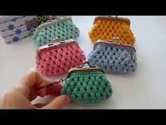 Learn to crochet an easy purse puff stitch. Make this modern and useful purse with nozzle, with recycled cotton that gives it a rustic touch. Stitch Crochet, Thread Crochet, Crochet Shawl, Crochet Stitches, Knit Crochet, Crochet Simple, Cute Crochet, Knitting Designs, Knitting Patterns