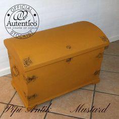 Mustard Autentico kalkmaling brugt på en dragkiste