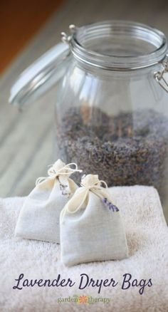 Freshen Laundry with Homemade Lavender Dryer Bags How to make Natural Laundry Fresheners with Lavender Dryer Bags. How to make Natural Laundry Fresheners with Lavender Dryer Bags. Lavender Uses, Lavender Crafts, Lavender Recipes, Growing Lavender, Lavender Sachets, Lavender Wands, Lavender Decor, Wedding Lavender, Dried Lavender Flowers