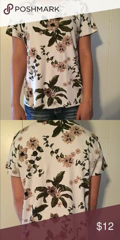 Women's top Beautiful floral white top. 100% cotton croft & barrow Tops Tees - Short Sleeve