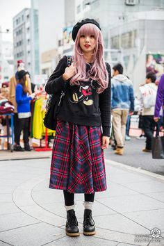 Tokyo Fashion In Winter Im A Fan Of The Simple Japanese Style Some Of The Brighter, Fashion Japan Visitors At Tokyo Fashion Week Autumnwinter Kaoris Autumn And Winter Fashion Snap From Tokyo Fashion, Tokyo Street Fashion, Tokyo Street Style, Japan Fashion, Look Fashion, Korean Fashion, Tokyo Style, Fashion Black, Japanese Fashion Styles, Girl Fashion