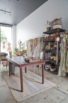 Adored Vintage Showroom in Long Beach   Apartment Therapy