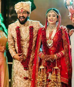 Bekhayali Duo Sachet Tandon And Parampara Thakur Just Got Married Indian Wedding Video, Indian Wedding Couple, Indian Wedding Photography Poses, Wedding Poses, Love Couple Photo, Haldi Ceremony, Indian Bridal Wear, Groom Wear, Cute Girl Poses