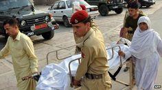Malala portata via dopo l'attentato del 9 ottobre 2012