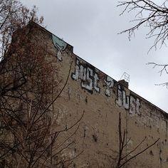 Just Revaler Str. @justberlin #berlin #fhain #streetart #graffiti #sputnika #instagram
