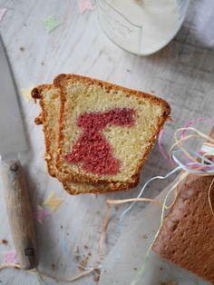 Petits lapins de Pâques dans un cake - Blog de cuisine créative, recettes / popotte de Manue Un Cake, Sandwiches, Dairy, Cheese, Desserts, Food, Cooking, Party, Sweet Recipes