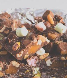 LeivinLiina: Paras Rocky Road ikinä Baking Recipes, Dog Food Recipes, Dessert Recipes, Yummy Snacks, Yummy Food, Xmas Desserts, Rocky Road, Recipes From Heaven, No Bake Treats