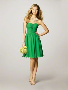 Finally! A picture of the colors we've talked about: green dresses/accents with yellow daisies...