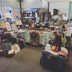 A place of Vintage ist ein Zusammenschluss verschiedener Händler. Hier gibt es unzählige kleinere Stücke, ob Hawaiian, wie z.B. alte Hula-Figuren oder