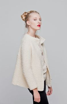 Martina Cardigan - Buy Wool, Needles & Yarn Chaquetas - Buy Wool, Needles & Yarn Kits de tejer | WE ARE KNITTERS