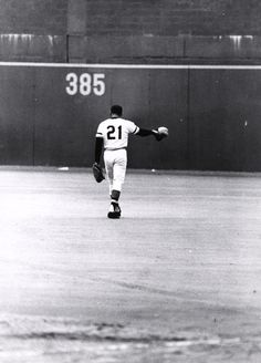 Roberto Clemente, #21, awesome picture....