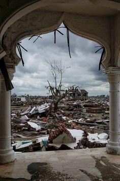 26 de desembre de 2014: 10 anys del tsunami que va produir centenars de milers de morts a les costes de diferents països com Sri Lanka, Índia, Tailàndia o Indonèsia.