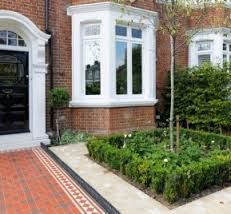 Box hedging and box balls are used to create an air of formality and sophistication for the front garden of this Victorian property in West Putney, South West London. The Victorian tessellated path runs through the middle of the garden … Front Garden Path, Front Path, Backyard Garden Landscape, Large Backyard, Garden Paths, Garden Pool, Tropical Garden, Big Garden, Modern Backyard