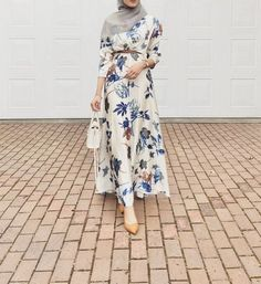 Best Dressed Hijab Fashion Instagram Influencers This Summer - Check Out The Best Dressed Instagram Bloggers This Summer And Get Great Inspiration On Casual Summer Outfits, Casual Simple Hijab Outfits, Casual Classy Hijab Looks, Street Style Hijab Fashion, Summer Long Dress Inspiration, Long Skirt Outfit Ideas With Hijab And Much More. #hijabfashion #hijabioutfitscasual #hijaboutfit #instagramfashion #summerstyle #muslimahfashion