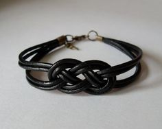 My DIY: Black leather strap bracelet with salior knot