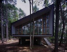 Small house in a Forest (Katsuhisa Kida / FOTOTECA) http://www.archdaily.com/16298/house-to-catch-the-forest-tezuka-architects/