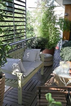 Terrace screen of wood, antique bench. #garden #small #balconies #balcony #private