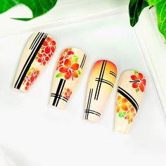 Frühlingshafte Naildesign Inspirationen mit der Airbrush Schablone BM4094. LENZ art products -Klebeschablonen - Kreativ von A-Z #airbrush #nailartairbrush #airbrushnails #nailairbrush #nageldesigns #frühling2021 #nailfashion #blumen Nailart, Sunglasses Case, Flowers, Creative, Ideas