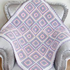 Vee mutlu son  Battaniyem bitti.  ( ip Himalaya medical baby, tığ 2,5 mm, her bir renkten ikişer yumak yeterli oluyor) #örgü#tığişi#tigisi#elisi#elişi#knit#knitting#knitter#knittersofinstagram#crochet#crocheting#crochetlover#crochetaddict#yarn#yarnaddict#battaniye#bebekbattaniyesi#blanket#babyblanket#sipariş#siparişalınır#ceyiz#ceyizhazirligi#çeyiz#çeyizhazırlığı#ceyizönerisi#çeyizönerisi#order