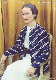 La duchesse de Windsor portant son bracelet croix et sa bague de fiançailles. 1937