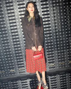 Seol Hyun in Milan for the Gucci Fall Winter 2019 show by Alessandro Michele. Gucci Fashion, Fashion Show, Alessandro Michele, Seolhyun, True Beauty, Hermes Birkin, Designer Wear, Color Combos, Luxury Branding