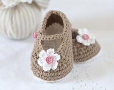 Easy Crochet Patterns, Baby Knitting Patterns, Baby Patterns, Tutorial Crochet, Simple Crochet, Free Crochet, Crochet Baby Shoes, Crochet Baby Booties, Häkelanleitung Baby