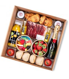Charcuterie Gifts, Charcuterie Recipes, Charcuterie And Cheese Board, Party Food Platters, Cheese Platters, Party Food Boxes, Breakfast Basket, Picnic Box, Food Packaging Design