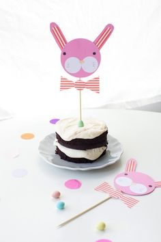 DIY Bow-Tied Bunny Cake Toppers #Easter