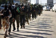 integrantes do Hamas patrulha a Faixa de Gaza a espera do líde no exílio do movimento, Khaled Meshaal (Foto: Mohammed Salem/Reuters)